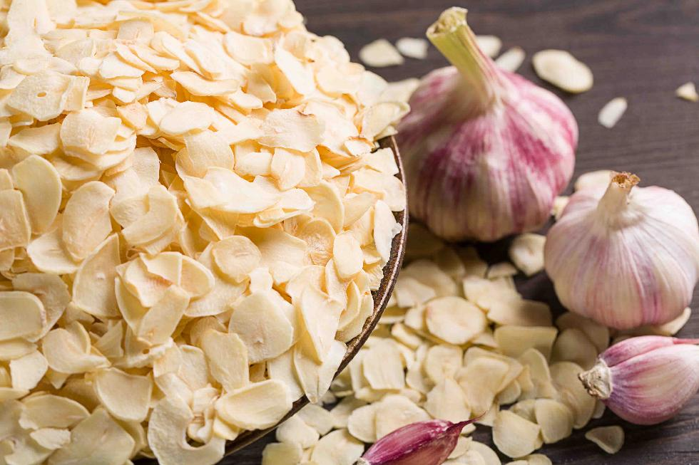 Dehydrated Garlic Flakes without, with root China Manufacturer for spices