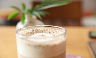 Xiang Piao Piao co-branded Luzhou Laojiao to launch alcoholic milk tea