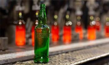Diageo trials low-carbon glass whisky bottle