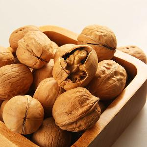 green wal nuts  in shell  unshelled  wal nuts  buyers
