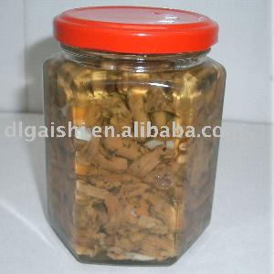 pickled chanterelle in oil