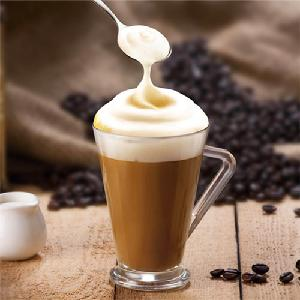 Cold and hot water soluble foaming creamer for cappuccino