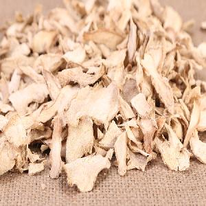 Dehydrated ginger flakes and slices